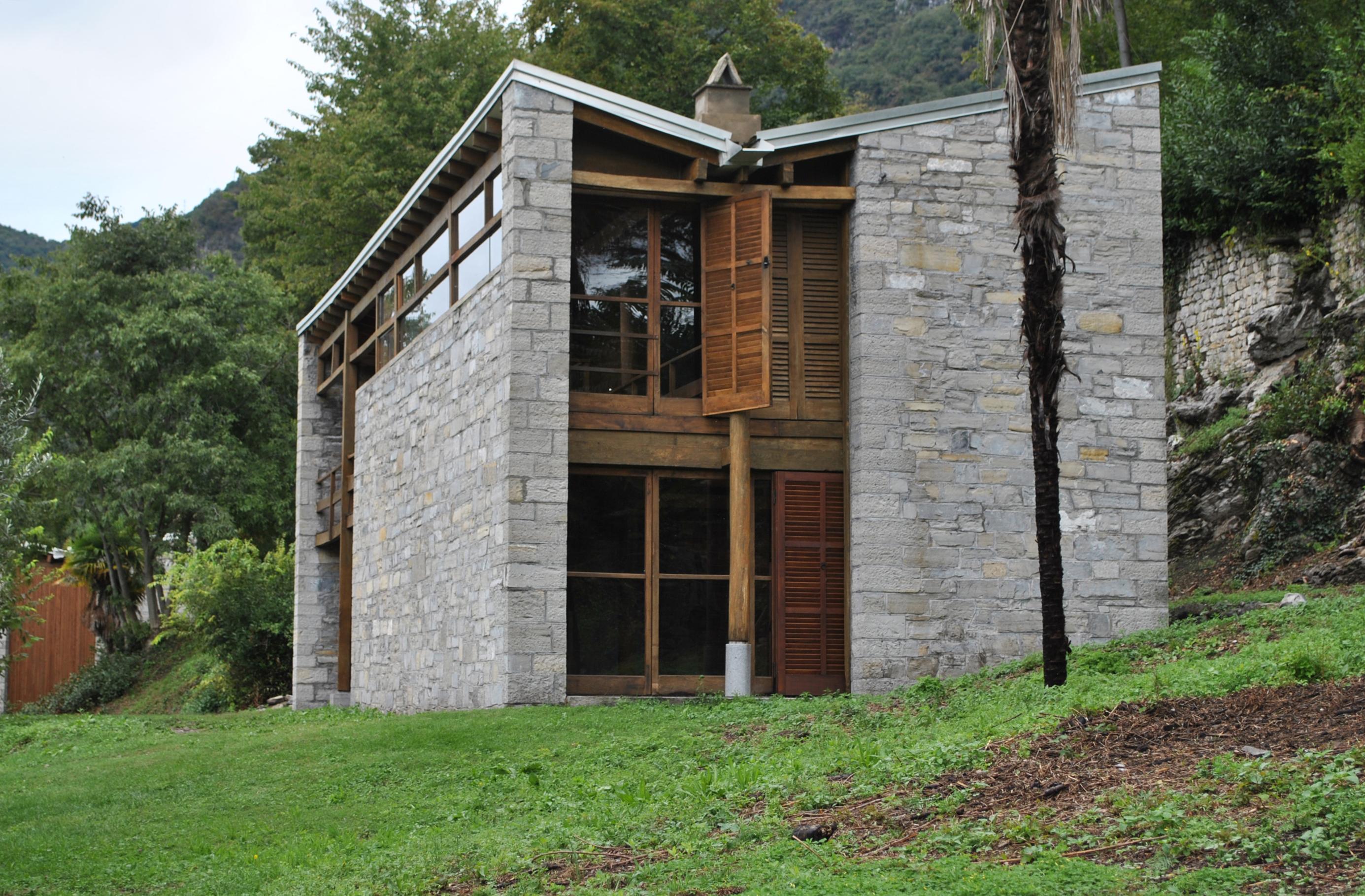 Tremezzina case per artisti sull isola comacina pietro for Case di architetti